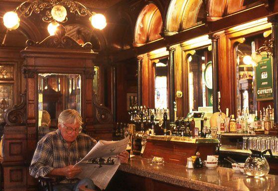 944 melhores imagens de bares caf s balc es e for Interior designs for pubs