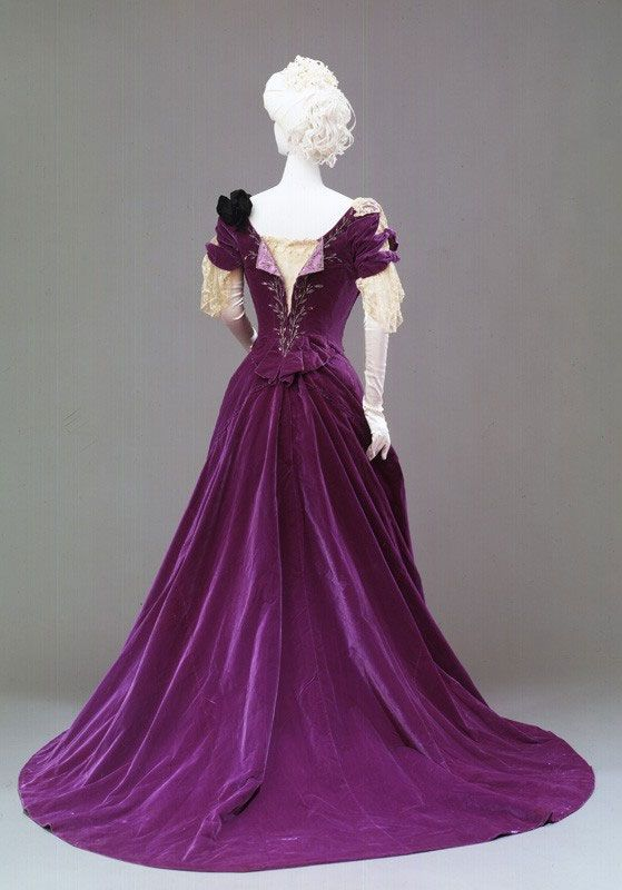 Evening dress, 1890's. The Costume Gallery at Pitti Palace. Love the color!