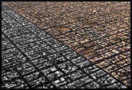 Traza: Es el acomodo de las calles en un barrio o ciudad, para lograr una correcta interrelación y que todas circulen y te lleven a un lugar específico. Existe la traza ortogonal, traza orgánica y la traza radial o concéntrica.