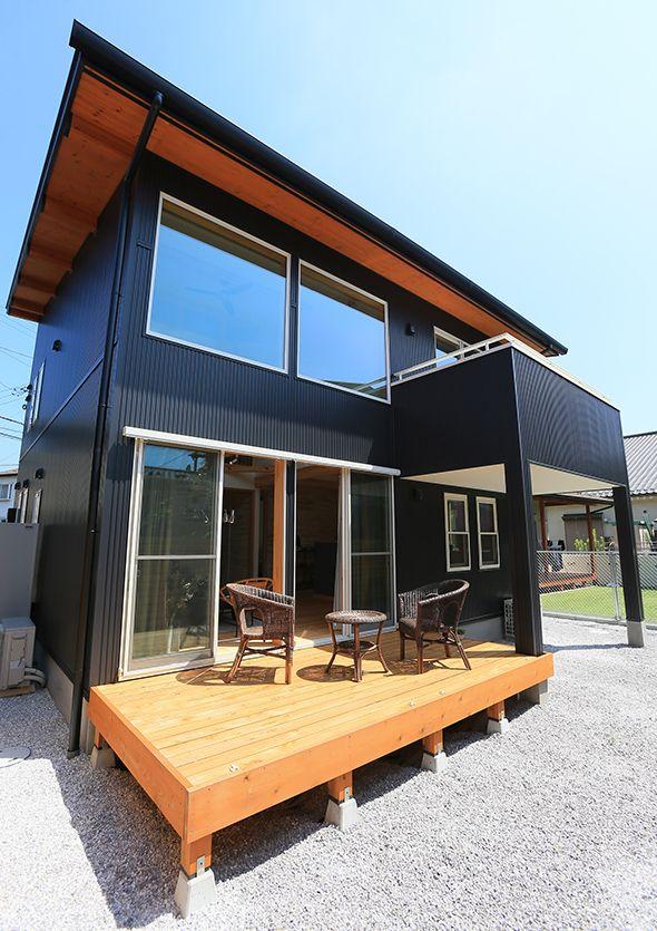 ロフト付き平屋 Loaferの物件実例ページです 埼玉県のヴィンテージヴァリューの物件です カフェ アンティークな可愛い内観は 女性必見 別荘の様な広い庭と 3連窓 ウッドデッキの組み合わせは カフェ好きな女性やアンティークが好きな方に人気です ガルバニウム