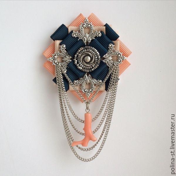Брошь-орден ' Коралловая' в винтажном стиле ручной работы...выполнена из репсовых лент,металлического бисера, винтажной металлической фурнитуры