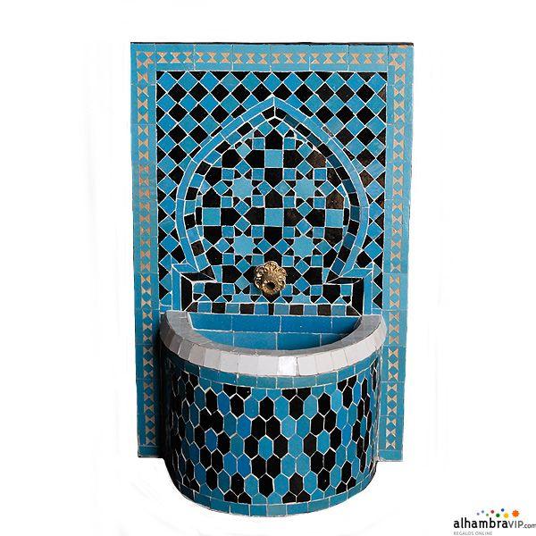 Fuente de agua mosaico azul y negro