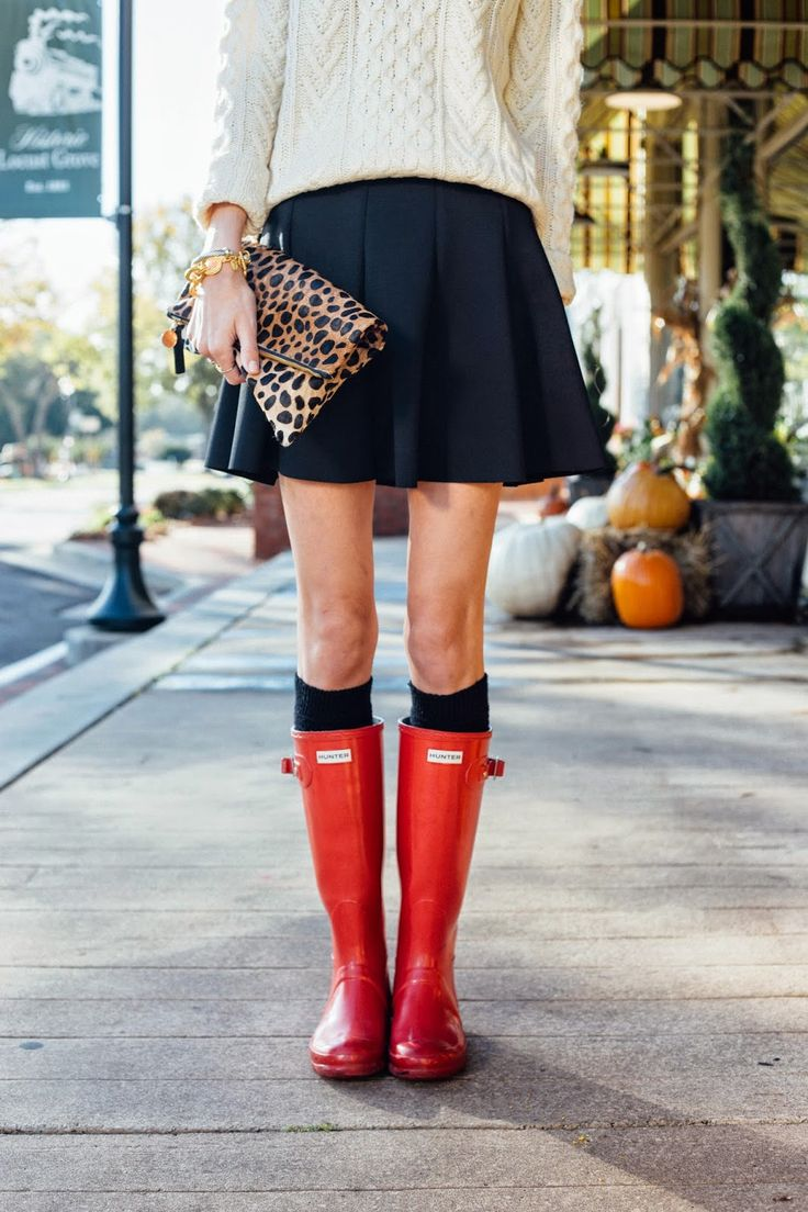 Red Hunter Boots, Leopard Clutch | Photography by: Anna Howard Studios