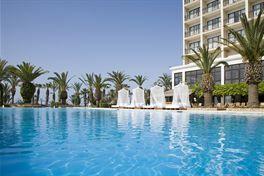 Hotel Sentido Sandy Beach Het luxe hotel Sentido Sandy Beach ligt aan het mooie Dhekelia kiezelstrand en op zo?n 8 kilometer van het centrum van Larnaca. Dit sfeervolle en comfortabele vakantieadres weet met zijn uitstekende service en fijne faciliteiten hoe hij zijn gasten moet verwennen. Daarom staat een vakantie in Sentido Sandy Beach in het teken van genieten! - See more at: http://vakantienaar.eu/t-Hotel+Sentido+Sandy+Beach/Cyprus/Cyprus./Larnaca#sthash.uEFm4T4D.dpuf