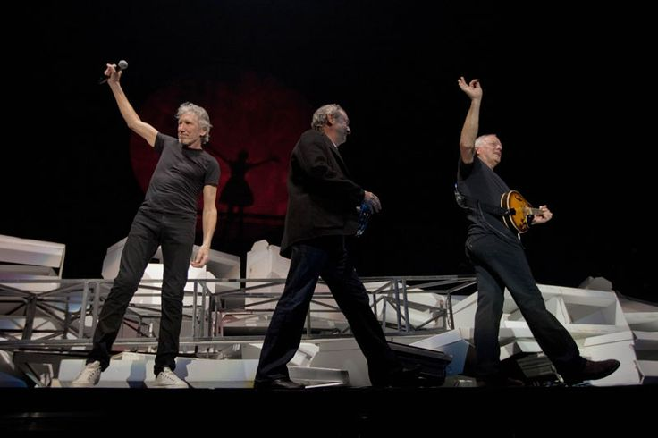 "Roger Waters + David Gilmour + Nick Mason ""Outside The Wall"", The Wall Live 2011, Londres O2 Arena"