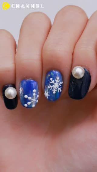 雪の結晶をあしらった冬ネイル♡