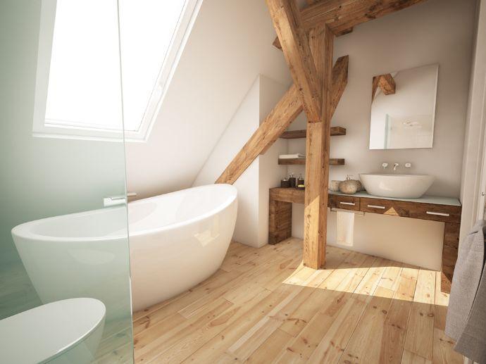 dachgeschoss bad mit holzbalken und freistehender badewanne, Badezimmer dekoo