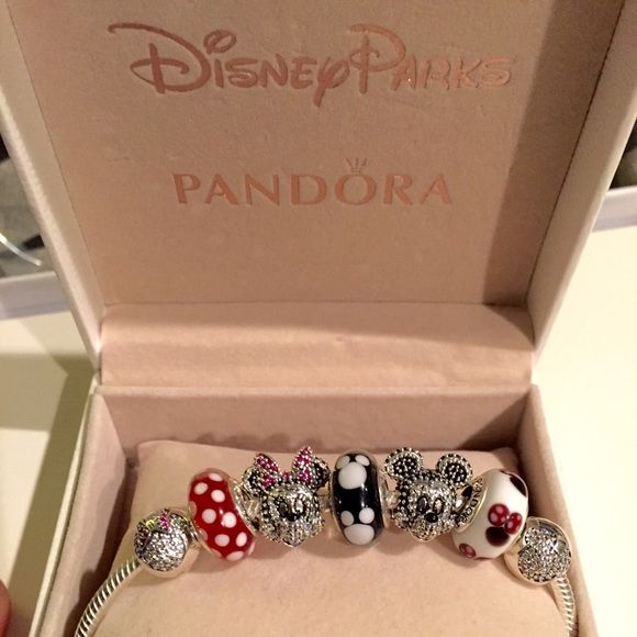 """Minnie Mickey Pandora Disney Limited Edition Set Authentic Pandora Disney Limited Edition Sparkling Mickey & Minnie Portrait set, Two Disney Clips, and 3 Muranos= 7 Pandora Charms Total: -Sparkling Mickey Portrait, LE($90) -Sparkling Minnie Portrait, LE ($90) -1 Pandora Classic Minnie Murano ($50) -1 Pandora """"Minnie's Signature Look"""" Murano ($50) -1 Pandora Mickey Murano ($50) 1 Minnie Mouse Clip ($70) 1 Mickey Mouse Clip ($70) = Originally retails for $470 + tax in stores. Comes with P..."""
