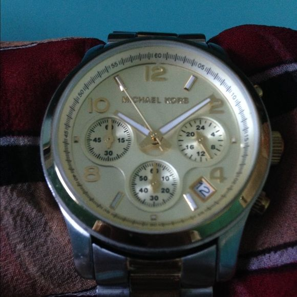 Michael Kors watch MK5137 gold and silver tone stainless steel watch. Pre loved, some light scratching on band, two shallow and small scratches near the 11, does not affect look or function. Date and stopwatch feature. I love this watch, keeps time and has new battery (a month ago). No extra links, sorry. I'm a minimalist. Does have 4 remove able links on one side and two on the other. Will fit 7 inch wrist.  thanks for looking.  I won't trade, please don't ask. Please use the offer button…