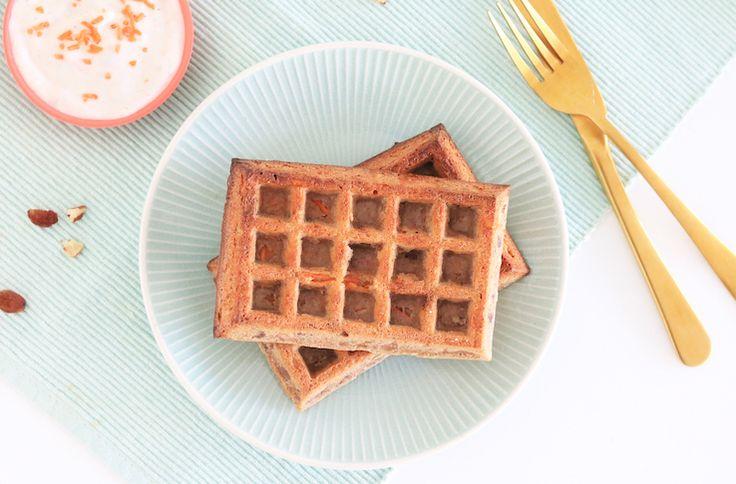 Met wafels kun je eigenlijk alle kanten op. Maak een basisbeslagje, en meng hierdoor wat je lekker vindt. Denk bijvoorbeeld aan cacaopoeder of kokos, of maak een hartige variant. Wij maken vandaag waf