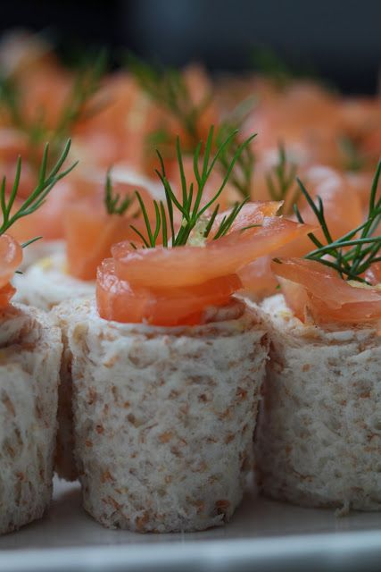 Petits rouleaux au saumon fumé , St Môret , citron , aneth pour l'apéritif | Ondinecheznanou.blogspot.com