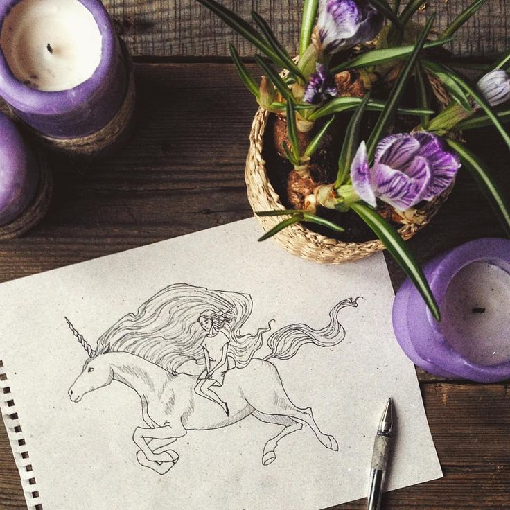 Для рисунка единорога в блокноте попался лист с блестками✨🌟 #process #wip #inprogress #drawing #fairytale #unicorn #art #myart #sketch #springflowers #springiscoming #Instagraminrussia #instagramrussia #magic #инстаграмнедели #artwork #рисунок