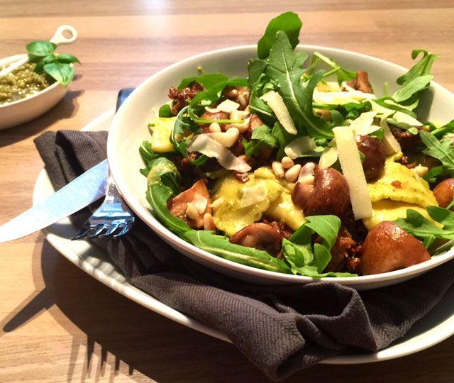 Binnen 30-minuten een heerlijke maaltijden op tafel zetten? Probeer eens 30-minuten of minder: Pasta Pesto met Rucola & Kastanjechampignons