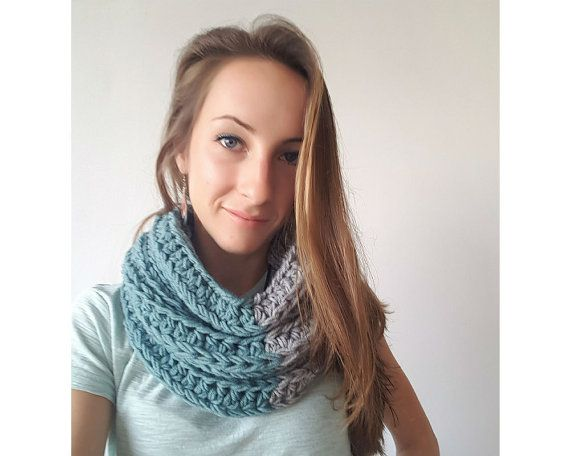 Chunky Knit Infinity Scarf  / Woolen Knitted Scarf / Hand Knit Scarf Cowl / Infinity Scarf  / Minimalist Scarf / Woolen Scarf