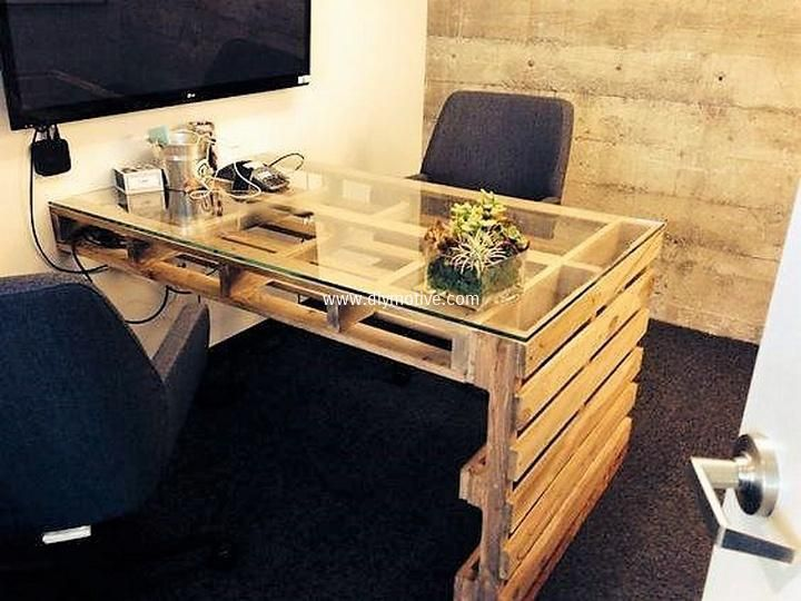 Here Is Another Diy Pallet Wood Idea For Office Table And Workstation This Is Modern And Classy The Side Diy Pallet Furniture Pallet Desk Home Office Design