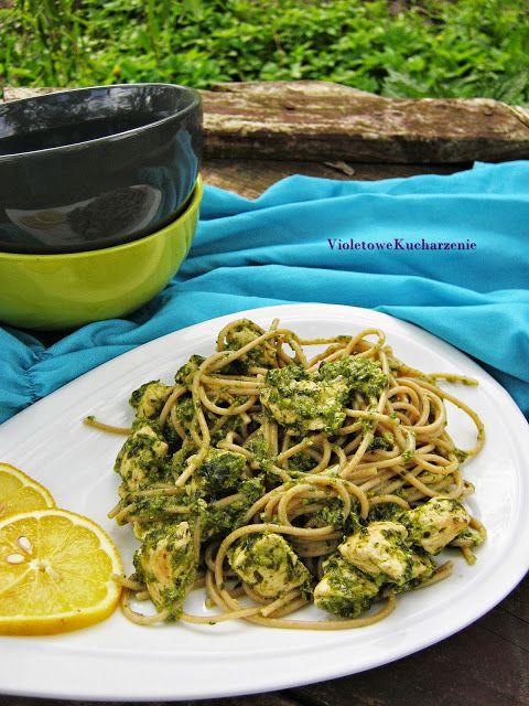 Spaghetti razowe ze szpinakiem, kurczakiem i bazyliowym pesto