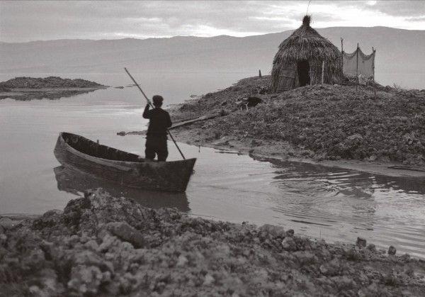 Ψαράς στη λίμνη Κάρλα δεκ,1960 φωτ.Δημήτρης Λέτσιος