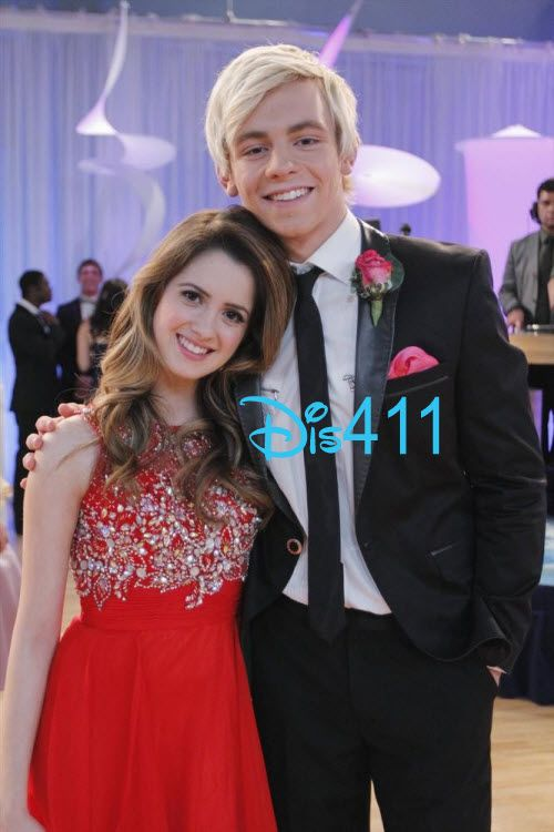 Laura Marano & Ross Lynch new episode I know what happens at the end do u want to know