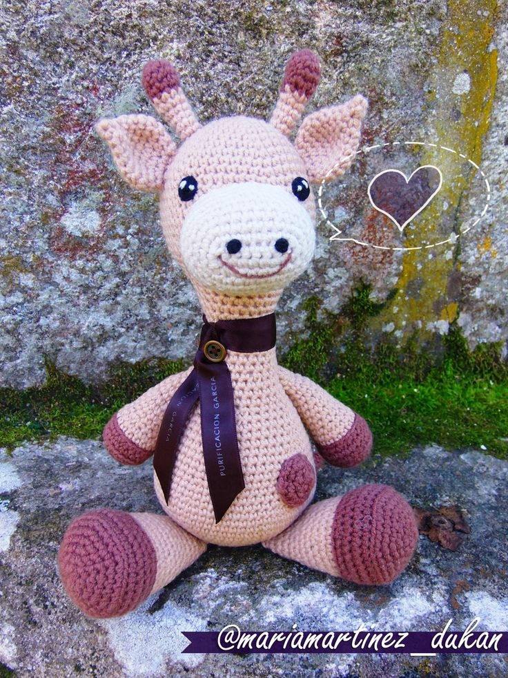 Jirafa Amigurumi. Enlaces al patrón y materiales en Flickr, en comentarios https://www.flickr.com/photos/mmb2412/16474853475/ #Amigurumi #Jirafa #Crochet