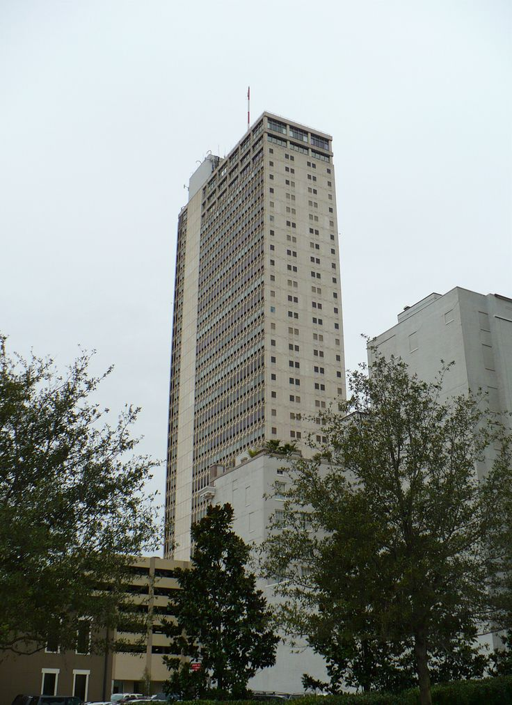 The GM Building at 107 St. Francis Street, built in 1965 to be the former home and headquarters of AmSouth Bank, Mobile, Alabama, United States, 2009, photograph by Jeffrey Reed.