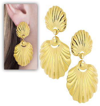 Brinco folheado a ouro c/ adornos de chapa em forma de concha (inspirado na novela A Força do Querer)