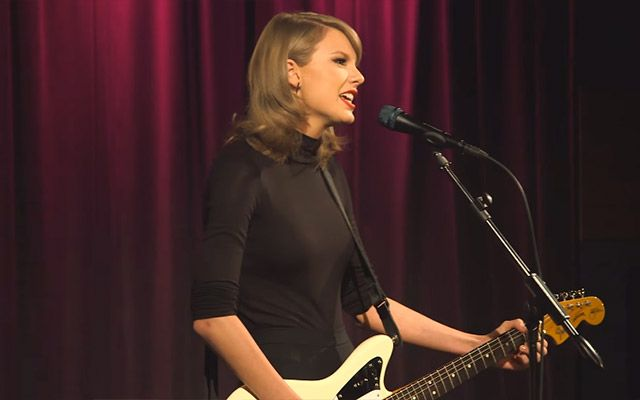 テイラー・スウィフトがギター1本で弾き語り♪ 気になる歌唱力が…ヤバい! – grape [グレープ] – 心に響く動画メディア