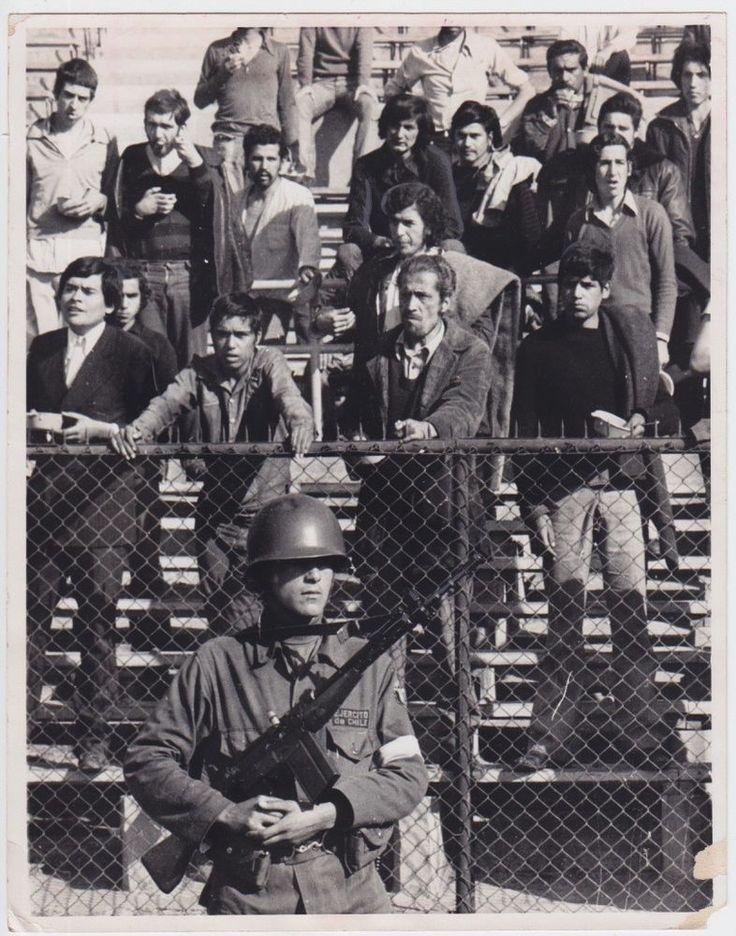 David Burnett Political prisoners Estadio Chile 1973 vintage Pinochet cold war