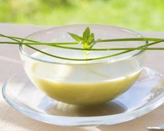 Gaspacho tout vert concombre et pomme : http://www.fourchette-et-bikini.fr/recettes/recettes-minceur/gaspacho-tout-vert-concombre-et-pomme.html