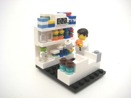 IT HAS BEEN YEARSSS I VE BEEN LOOKING FOR A PHARMD LEGO!!!! I have to go to disney and just make it just like this!