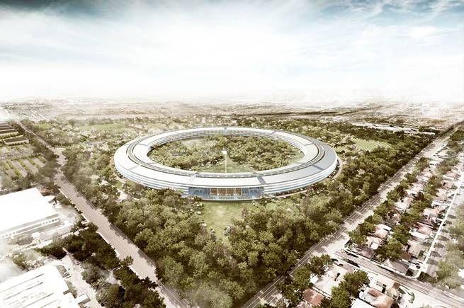 I Silicon Valley pågår vad vissa kallar ett nytt krig, där bolagen tävlar om mest uppseendeväckande arkitektur (samtidigt som kritiker menar att bolag som på detta sätt bygger monument över sig själva passerat sin mest innovativa fas). Apple satsar på en enorm, ringformad byggnad ritad av den brittiske arkitekten Norman Foster.