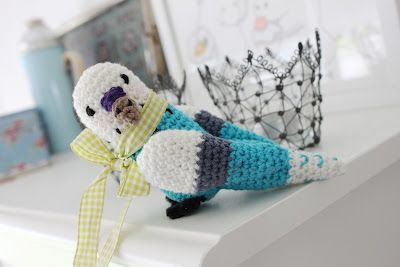 """Mom, I want a pet"" Well son, I'll crotch you a bird and we'll put in a cage OK? ;) - free pattern in swedish"