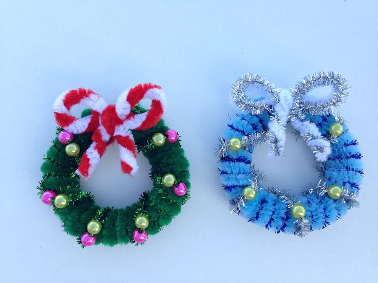 How to make a Pipe Cleaner Christmas Wreath (2)