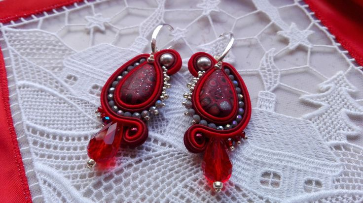EARRINGS RED FIRE, earrings red, silver, winter, red, woman accessories, handmade jewelry, made in Italy, earrings soutache, ooak, fire red di MuciddosBeads su Etsy