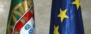 """União Europeia destina pelo menos 8 mil milhões de euros ao emprego jovem  O presidente da Comissão Europeia adiantou, em Bruxelas, que a verba comunitária destinada à criação de emprego para os jovens vai ascender a, pelo menos, oito mil milhões de euros. Em declarações aos jornalistas no final do primeiro dia do Conselho Europeu, José Manuel Durão Barroso disse ter ficado """"bastante satisfeito"""" com os resultados da [...]"""