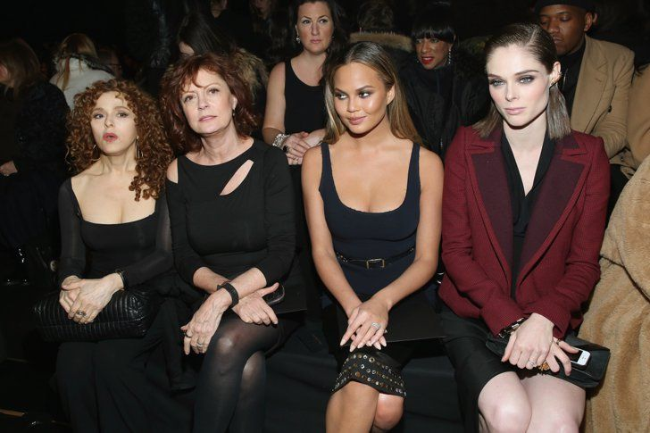 Pin for Later: Les Stars Sont au premier Rang Pour la Fashion Week de New York Bernadette Peters, Susan Sarandon, Chrissy Teigen, et Coco Rocha Au défilé Donna Karan New York.