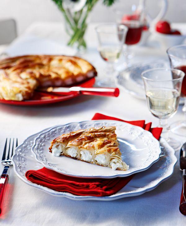 Υπέροχη τυρόπιτα με πολύ νόστιμη γέμιση που φτιάχνετε με Σιμιγδάλι Ψιλό ΜΕΛΙΣΣΑ και φέτα. Συνοδέψτε την με μια πράσινη σαλάτα και έχετε και ένα κυρίως πιάτο.