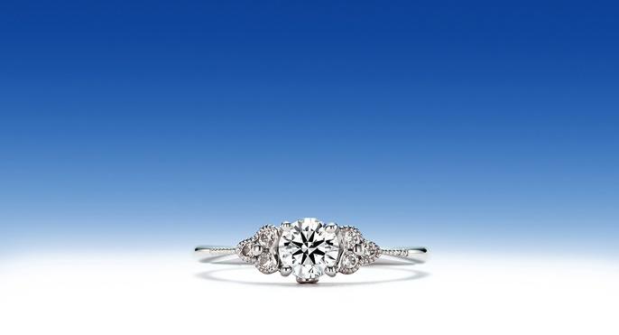 真珠星「しんじゅぼし」    その昔、あまりの美しさから真珠星と名付けられた連星・スピカ。  時の天文学者コペルニクスも、歳差運動の研究のために、  手製の望遠鏡で何度も観測したと言われています。  美しく愛おしい君のために、最高の輝き贈りたいから・・・真珠星。