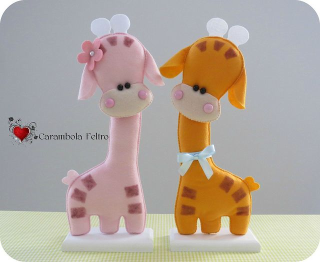 felt giraffe couple