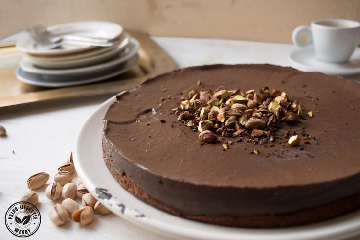 Chocoladetaart met geroosterde pistachenoten