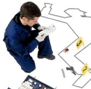 """La criminalística es un conjunto de técnicas y procedimientos de investigación cuyo objetivo es el descubrimiento, explicación y prueba de los delitos, así como la verificación de sus autores y víctimas. La criminalística se vale de los conocimientos científicos para reconstruir los hechos. El conjunto de disciplinas auxiliares que la componen se denominan ciencias forenses.    La palabra forense viene del adjetivo latino forensis, que significa """"perteneciente o relativo al foro""""."""