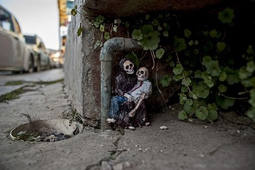 Isaac Cordal - Cement Eclipses
