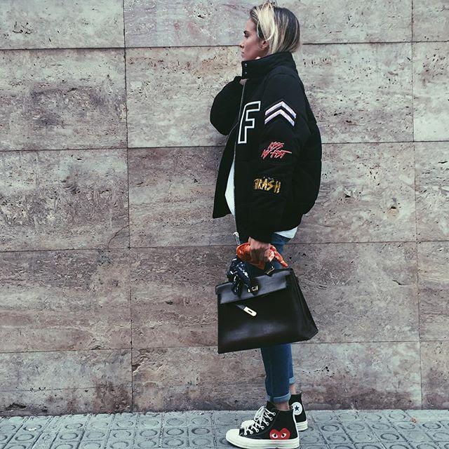 ☁️ monday ☁️ wearing @fillesapapa x @jofrestores bomber , @hermes #kelly vintage x @loretteetjasmin , @commedesgarcons #converse