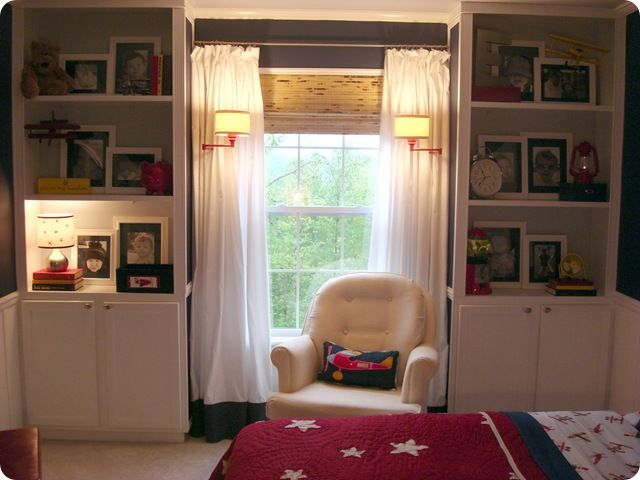 good way to bring the accent color in in multiple ways without over doing it. lamps, pillow, books, blanket...