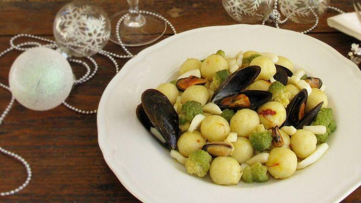 Gnocchetti allo zafferano con broccolo romano e frutti di mare 1