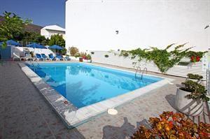 Griekenland Kreta Chersonissos  Nette kamers lekkere All Inclusive en alle faciliteiten voor een ontspannen vakantie dat is waar Sergios voor staat. In dit modern ingerichte hotel is genoeg te doen; van plonzen in het zwembad...  EUR 405.00  Meer informatie  #vakantie http://vakantienaar.eu - http://facebook.com/vakantienaar.eu - https://start.me/p/VRobeo/vakantie-pagina