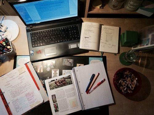 Afbeelding via We Heart It https://weheartit.com/entry/165053730/via/15584923 #Collage #desk #food #laptop #Late #notebook #notes #pens #planner #school #study #textbook #university #work #binder #studymotivation