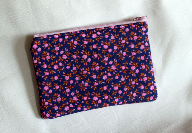 Purse in vintage pink flower fabric with zip