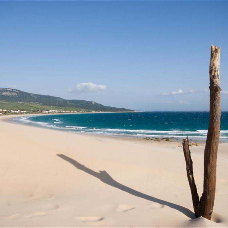 Vom Cabo de Gata in Almeria bis zur Costa de la Luz in Cadiz bietet Andalusien eine tolle Auswahl an fantastischen natürlichen Badestränden.