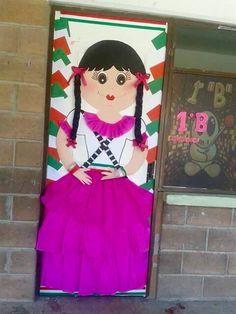 Puerta decorada revolución mexicana