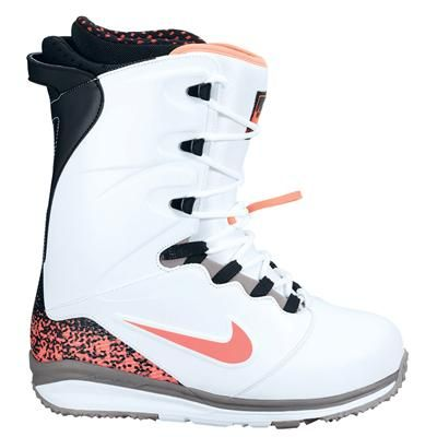 Nike Lunarendor Snowboard Boots 2014. I need these. Only with a BOA system. Regular lacing = No bueno for Nichole.